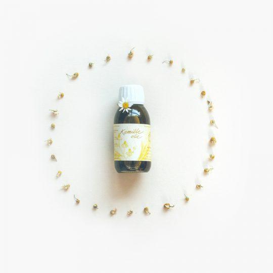 Kamille olie — Het Blauwe Huis